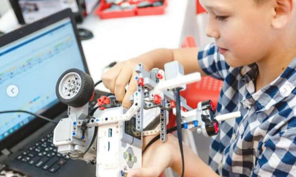 Школа робототехники и производство йогурта открылись в бизнес-инкубаторе на Камчатке